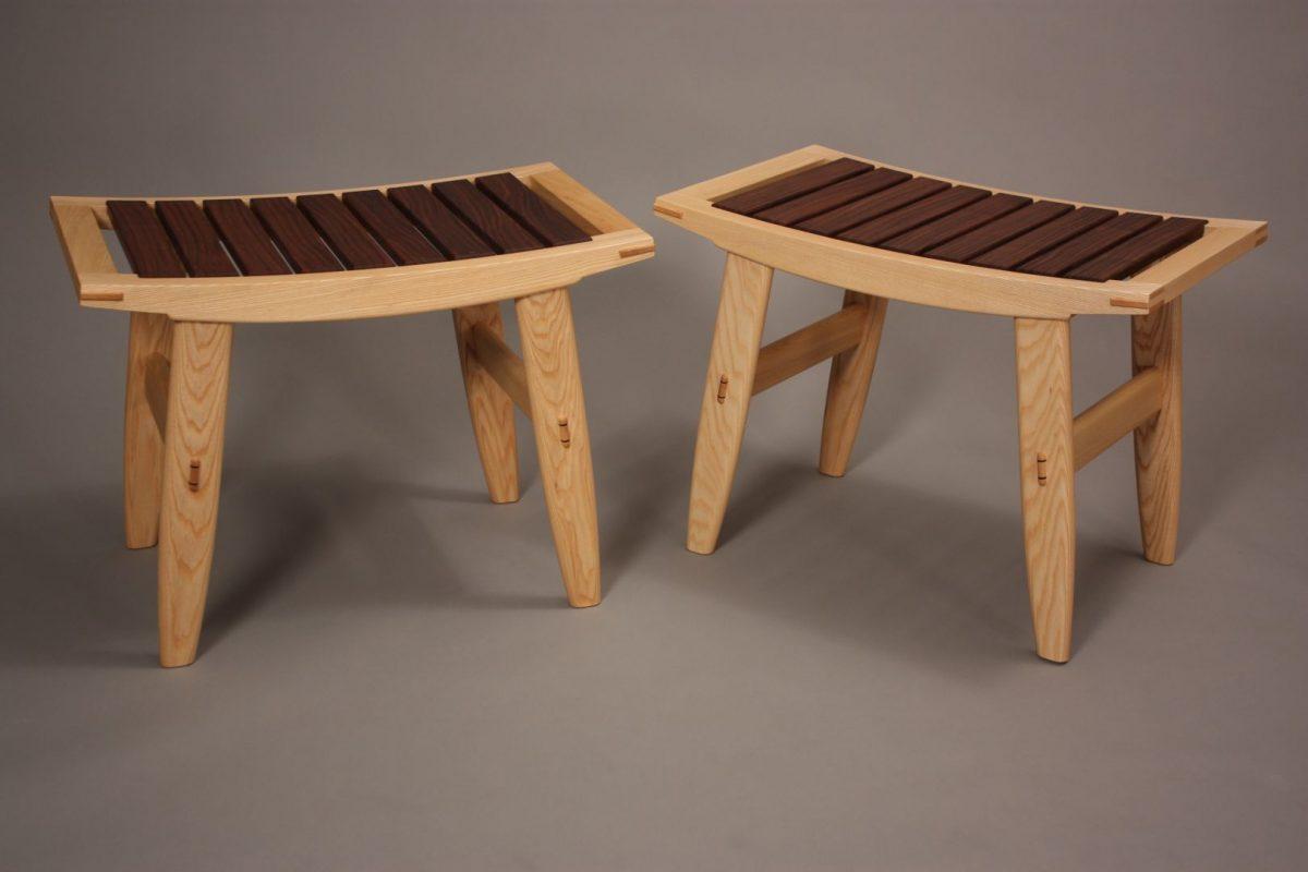 comfortable Ash wood bench seat with Claro Walnut slatts
